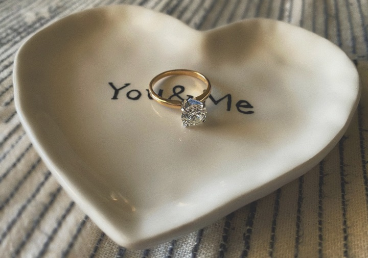 5 Unique Engagement Gifts To Send To Your Newly Engaged Friends That They Will Adore